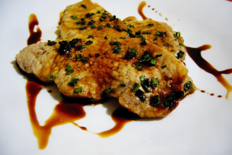 Ricetta: lonza di maiale con erba cipollina e aceto balsamico