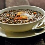 Zuppa di lenticchie al profumo di cumino e limone